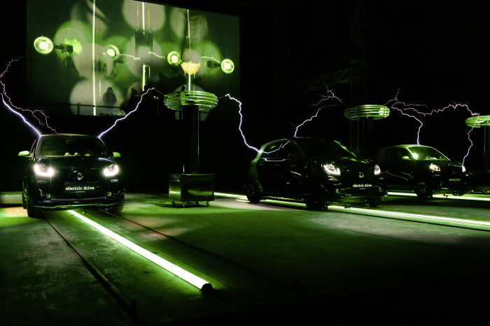 "The smart electric drive models in Berlin: ""smart electric symphony"" at the Festival of Lights"
