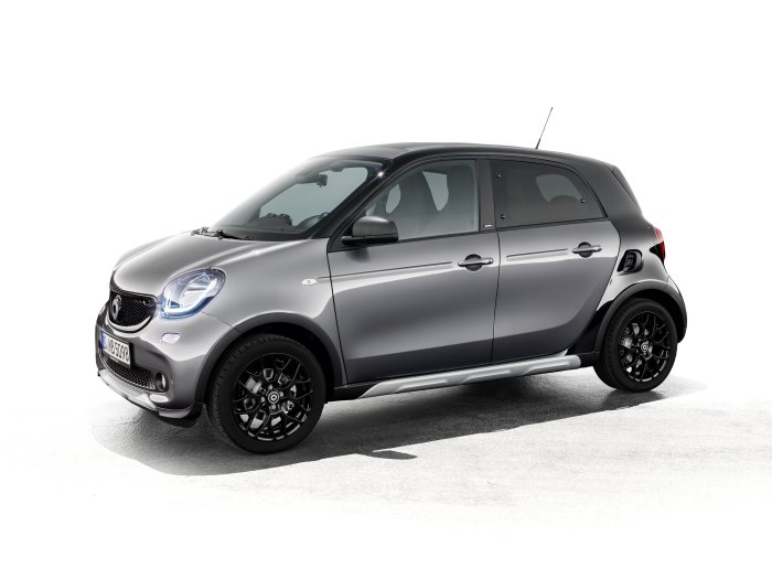 smart with special model at the Auto Shanghai 2017: smart forfour crosstown edition