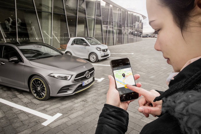 Private car sharing and Digital Vehicle Key: The new A-Class: sharing with friends, contactless opening