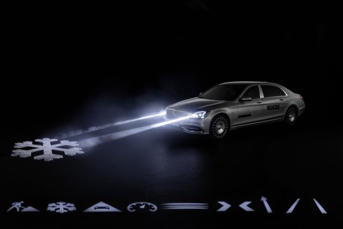 World premiere in the Mercedes-Maybach S-Class: DIGITAL LIGHT: the light of the future hits the road