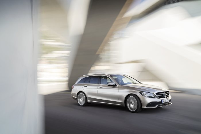 The new Mercedes-Benz C-Class Saloon and the new Estate: New edition of a bestseller