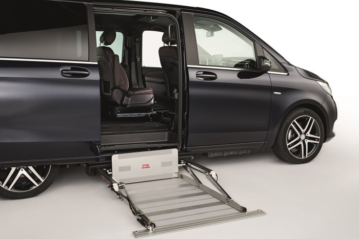 Premiere at REHACARE 2018: Mercedes-Benz V-Class available with wheelchair cassette lift and transfer seat ex factory for the first time