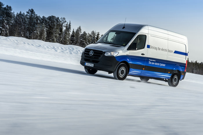 Reliable last-mile deliveries even in Arctic conditions – the Mercedes-Benz eSprinter completes its final winter endurance test at the Arctic Circle