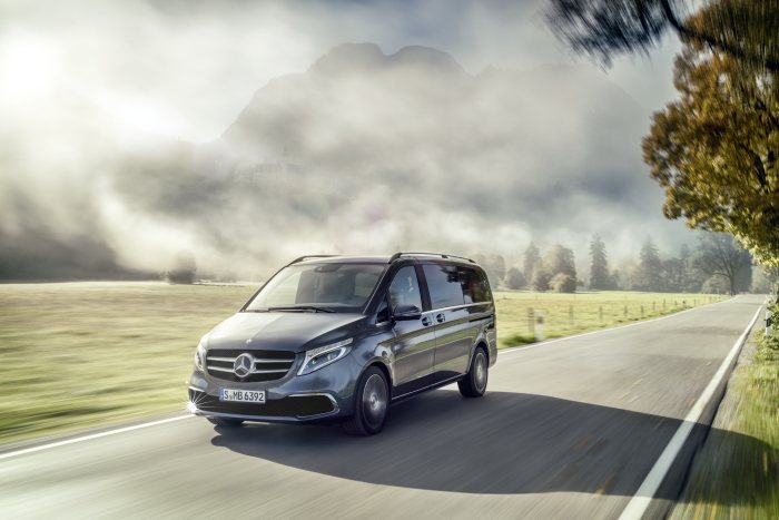 Mercedes-Benz Vans: Start of series production for the Mercedes among MPVs: The new V-Class rolls off the production line