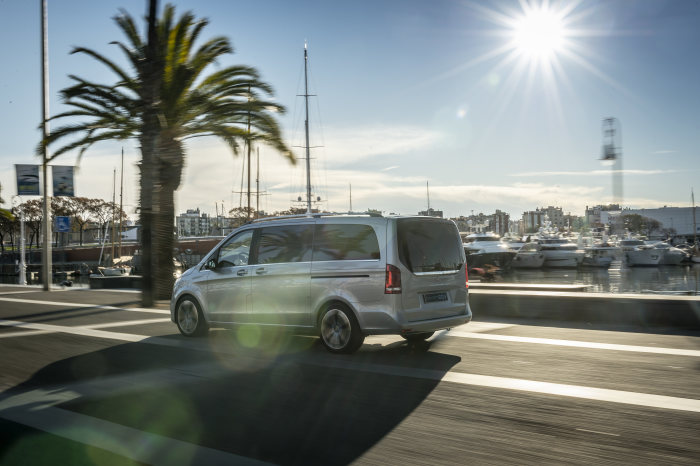 Mercedes-Benz Vans: Mercedes-Benz Concept EQV: first fully electric trip in the Mediterranean city of Barcelona