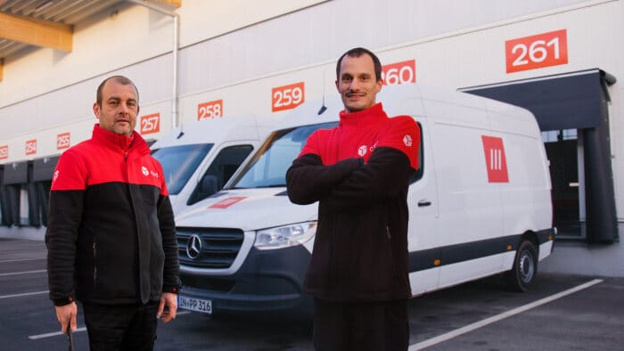 Three words for more efficient parcel logistics: Test of Mercedes-Benz Vans, DPD and what3words shows 15 percent efficiency gain using innovative addressing solution for package delivery