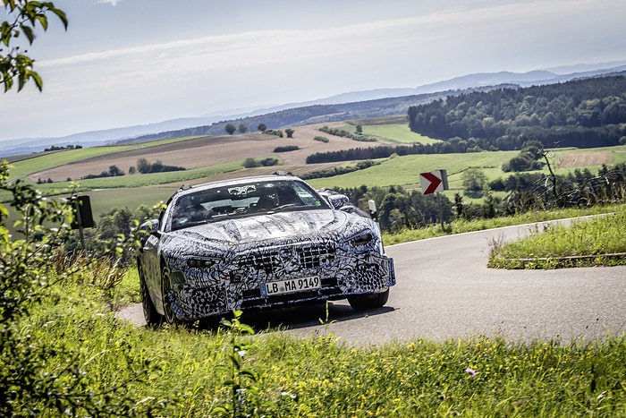The legend lives on: pre-production vehicles of the new SL Roadster embark on extensive road tests: Comprehensive practical trials of the new edition of the roadster icon in full swing