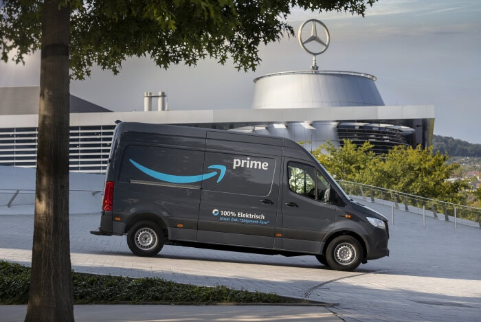Think global and act local:  Mercedes-Benz and Amazon jointly advocate climate protection and bring locally emission-free mobility to the streets