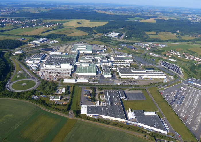 Future prospects secured for the Hambach plant: Mercedes-Benz AG sells passenger-car plant in Hambach, France