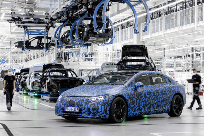 Major Mercedes-EQ Model offensive: Mercedes-Benz Production network goes electric: Six new Mercedes-EQ launches by 2022