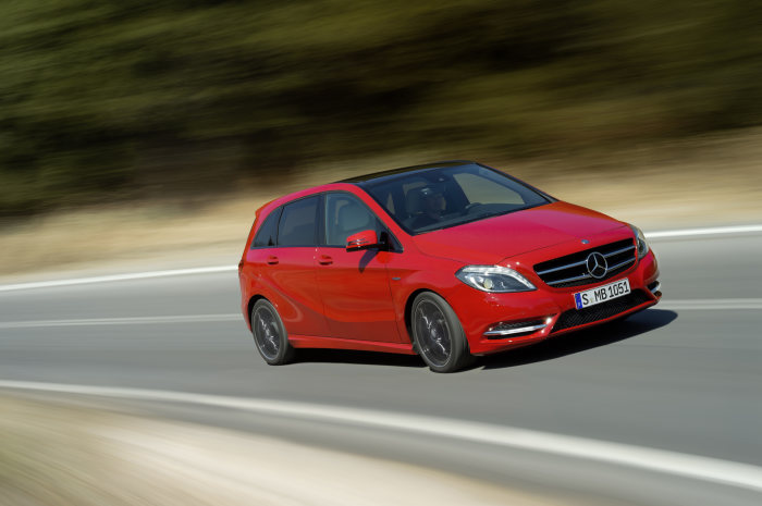 B 180 produces 16 percent less CO2 emissions than its predecessor. With Environmental Certificate: the new Mercedes B-Class