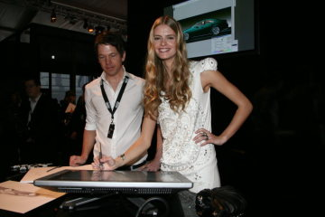 designo – the fashion brand from Mercedes-Benz – appears at Mercedes-Benz Fashion Week Berlin: Julia Stegner tries her talent in automotive design