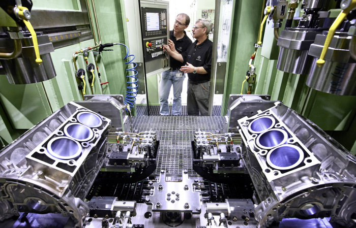New Engine Duo from the Bad Cannstatt Plant Location: Strong Powertrains from the Cradle of Engine Design