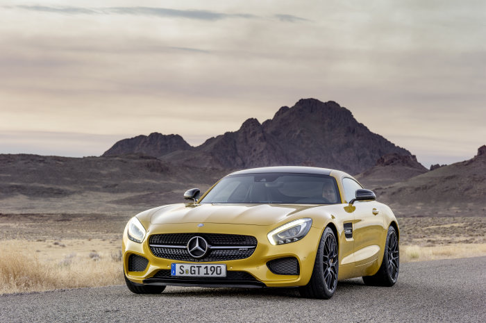 "Double win in prestigious product design competition: Winners of the ""Red Dot Design Award 2015"": Mercedes-AMG GT and smart fortwo"