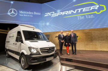 Anniversary at Mercedes-Benz Vans - Everyone celebrating, one driving: the Mercedes-Benz Sprinter is 20