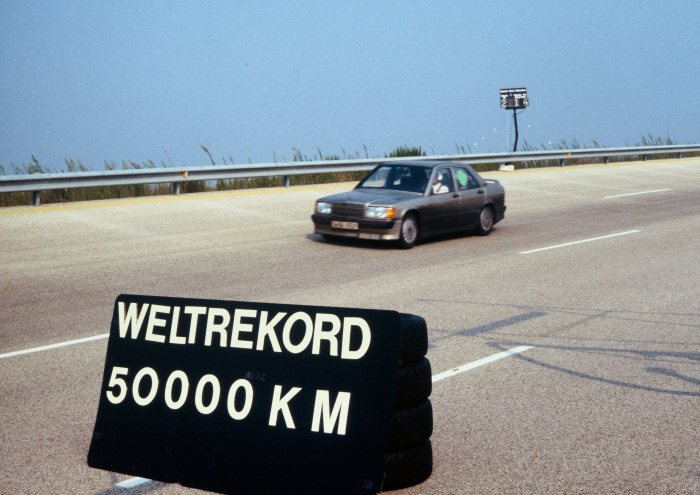 Record after record: the Mercedes-Benz 190 E 2.3-16 in Nardò in 1983