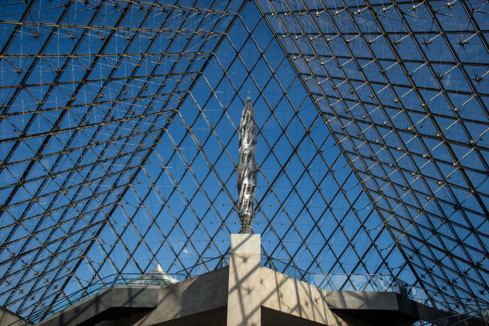 Mercedes-Benz is the official partner of the Louvre Museum in Paris: Mercedes-Benz presents new sculpture by Wim Delvoye in the Louvre