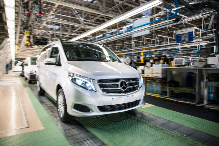 Mercedes-Benz Vans - Launch of series production for the Mercedes among MPVs: The new V-Class rolls off the production line