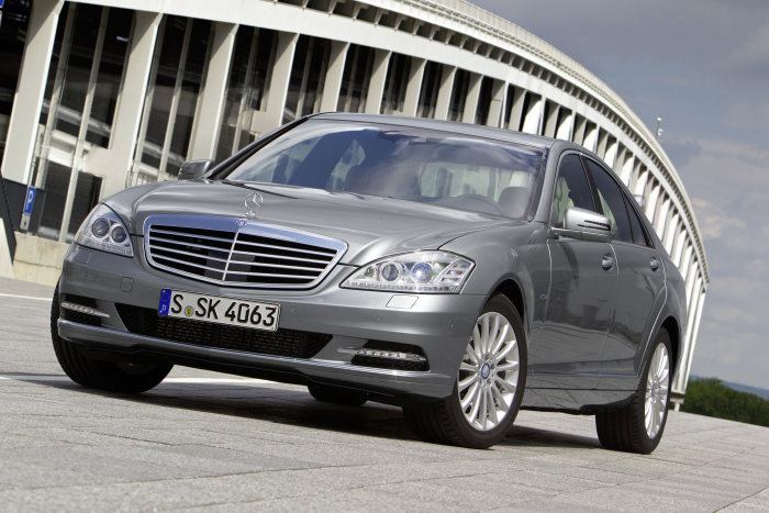 S-Class news: S 350 BlueTEC now with ECO start/stop function as standard