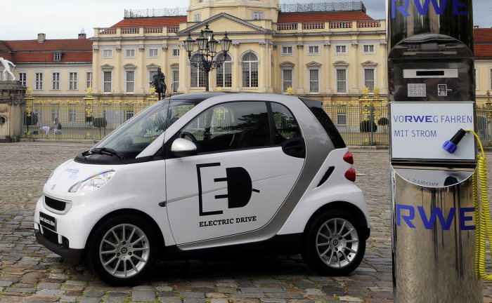 An idea has taken hold: ten years of the smart fortwo and a million vehicles: The cult car smart is heading to a mobile green future with electric drive