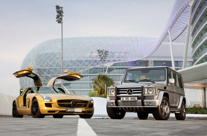 "Premiere at the ""Dubai International Motor Show"": SLS AMG in a striking gold paint finish"