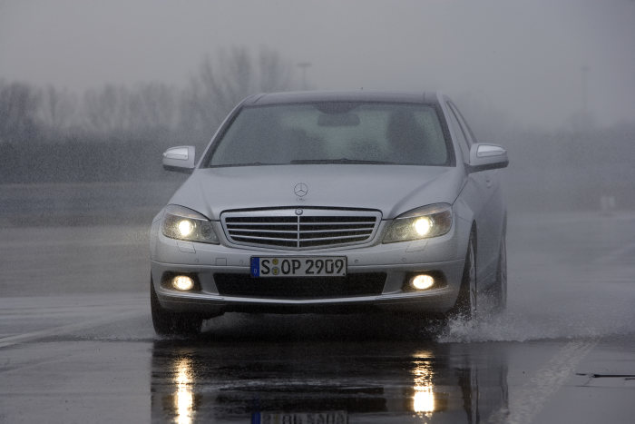 Mercedes-Benz C-Class: Available with 4MATIC all-wheel drive from the summer