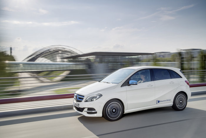 B-Class Electric Drive reduces CO2 emissions by as much as 64 percent: B-Class Electric Drive awarded environmental certificate