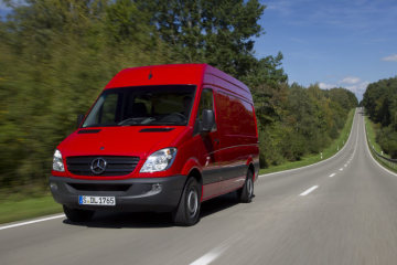 Further enhanced safety: Crosswind Assist now also available as retrofit solution for older Sprinter models