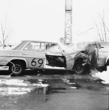 In 1968, work began on developing an airbag. The airbag, in contrast to the seatbelt, cushions a larger area of the occupant and so further enhances the protection provided by the belt. The picture at left, taken in 1969, shows one of many vehicle tests carried out in the course of airbag development. Without question, Daimler-Benz played a leading role in developing the airbag.