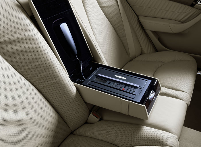 Mercedes-AMG Advanced Mobile Media: Mobile communication systems for the E- and S-Class