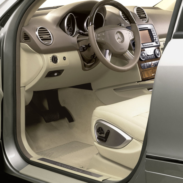 The interior of the M-Class offers an irresistible combination of high-quality materials, surfaces which are pleasing to the touch and generous amounts of space.
