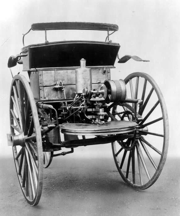 Proven propulsion system after a while: Karl Benz continuously improved the single-cylinder engine with horizontal flywheel.