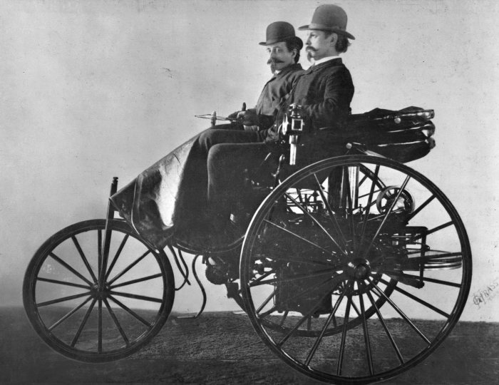 The inventor and his creation: Carl Benz (in front) at the wheel of his patent motor car model III, together with Friedrich von Fischer, equally a member of the Board of Management of Benz & Cie.