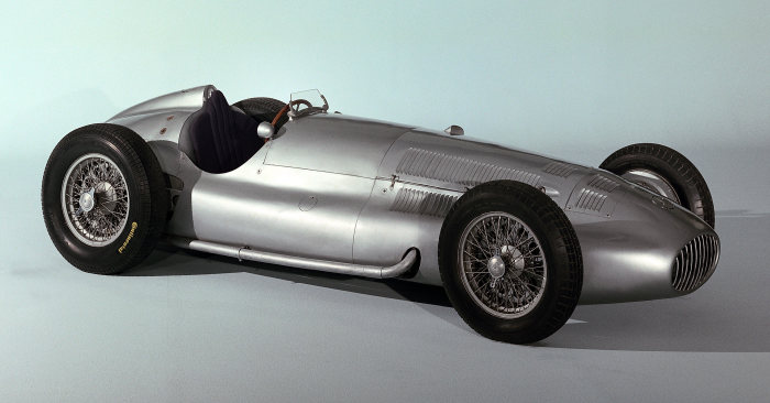 Refined for even higher speeds: Mercedes-Benz W 154 formula racing car of 1939.