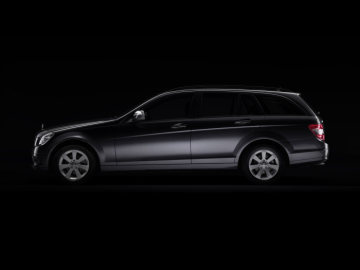 Mercedes-Benz C-Class Estate: Saloon and Estate were developed and styled at the same time. The combination rear end was from the outset an integral part of the overall design concept, evolving out of the flowing lines of the side section and consistently continuing them.