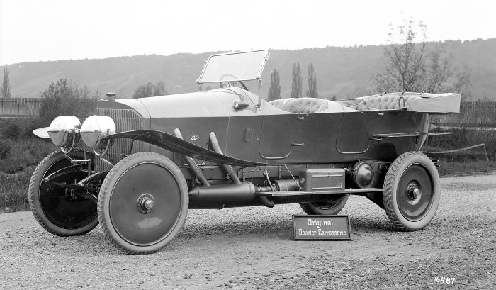 Top model of Daimler-Motoren-Gesellschaft in 1911: The 37/90 hp Mercedes was powered by a four-cylinder engine with three-valve technology (two exhaust valves and one intake valve per cylinder).