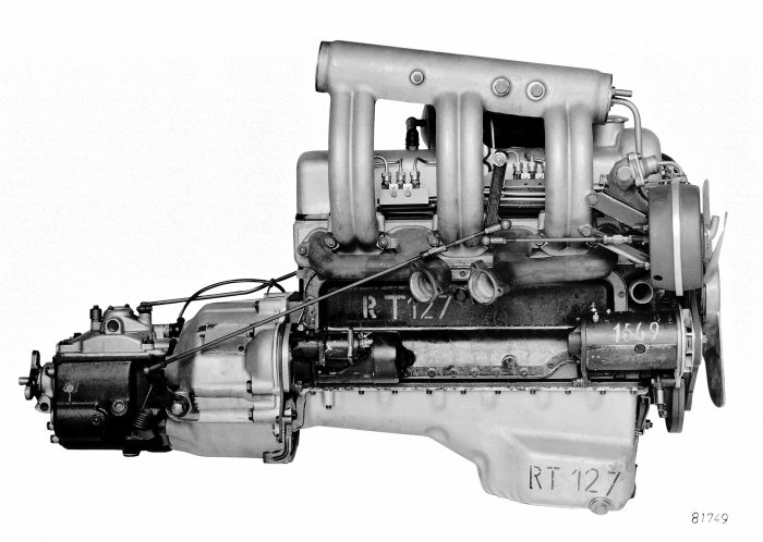 The engine of the Mercedes-Benz 220 SE of 1958 introduced fuel injection to large-scale production.