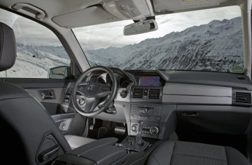 Winter driving fun in the Mercedes-Benz GLK - GLK 220 CDI 4MATIC interior