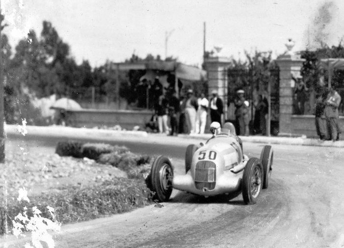 Coppa Acerbo near Pescara, August 15, 1934. The winner Luigi Fagioli (start number 50) at the wheel of a Mercedes-Benz 750-kg formula racing car W 25.