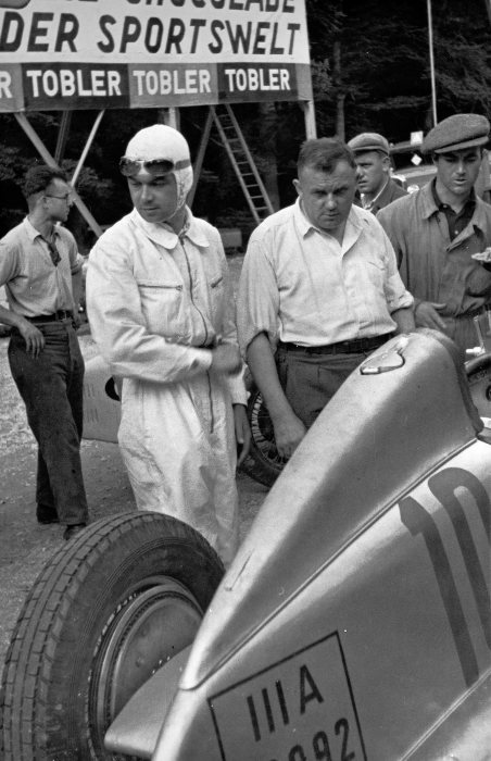 Swiss Grand Prix, Bremgarten, August 26, 1934. Rudolf Caracciola and his Mercedes-Benz formula racing car W 25 during the starting preparations.