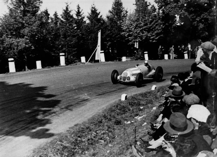 Masaryk Grand Prix near Brünn, 26 September 1937. Richard Seaman (number 6) on Mercedes-Benz W 125 finished fourth.