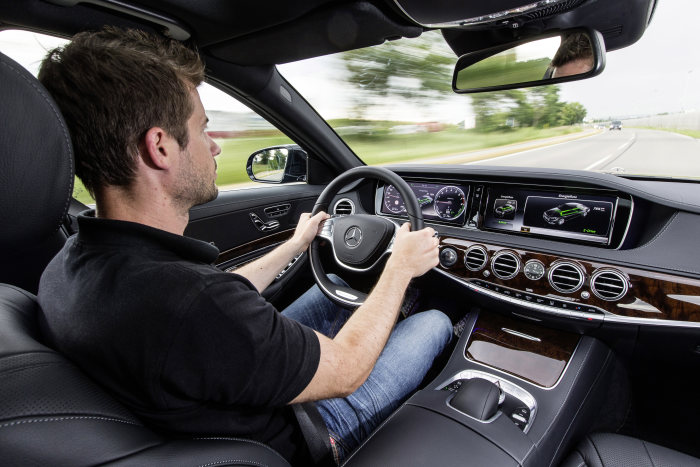 Mercedes-Benz S 500 PLUG-IN HYBRID. Interior, Intelligent hybrid display in E-Drive mode. Anticipatory energy management with optimal usage of recuperation.
