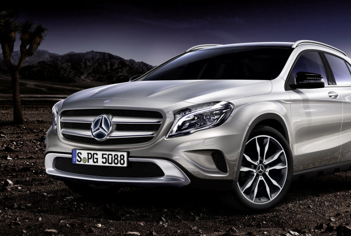 Mercedes-Benz accessories for the GLA-Class: Illuminated Mercedes star logo