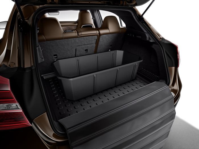 Mercedes-Benz accessories for the GLA-Class: Concertina load sill protector. Stowage crate. Adjustable partitioning elements allow crate to be divided into max. 4 sections.
