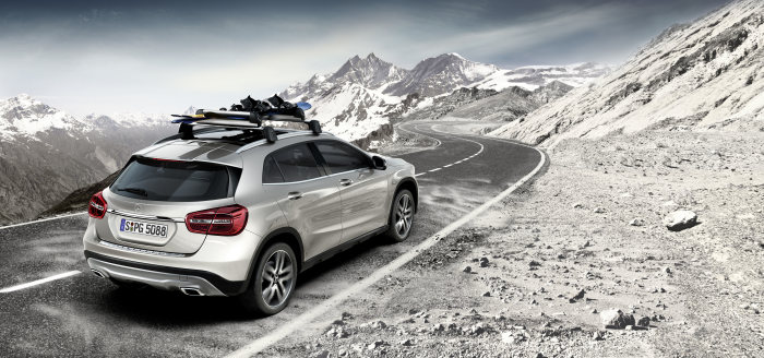 Mercedes-Benz accessories for the GLA-Class: Multifunctional, lockable aluminium bars with newly developed aero profile based on aircraft design which significantly reduces wind noise. Easy, tool-free fitting thanks to integral quick-release mechanism. Ski and snowboard rack New Alustyle Standard or Comfort for up to 6 pairs of skis or 4 snowboards.