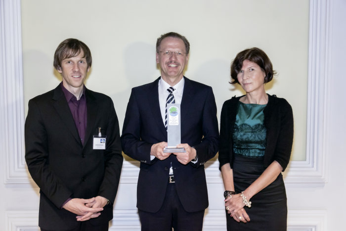 F.l.t.r.: Johannes Reichel, Editor-in-Chief of Trucker, Volker Mornhinweg, Head of Mercedes-Benz Vans, and Birgit Bauer, Editor-in-Chief of VerkehrsRundschau, at the presentation of the Green Van 2014 environmental award for the Mercedes-Benz Sprinter.