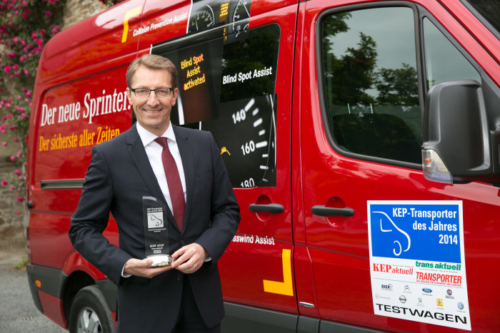 Matthias Hindemith, Head of Sales for Mercedes-Benz Vans Germany, in front of the award-winning Sprinter with its standard-fitted Crosswind Assist system.