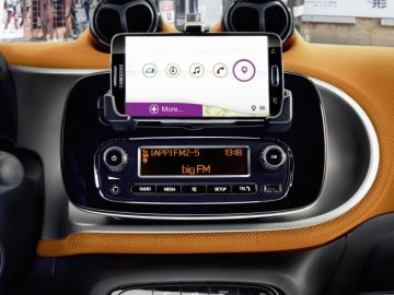 The new smart forfour, 2014: smartphone cradle with smart audio system