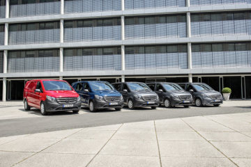Mercedes-Benz Vito Modellprogramm: Kastenwagen, 116 CDI, Exterieur, jupiterrot; Mixto, 111 CDI, Exterieur, navyvblau; Tourer BASE, 111 CDI, Exterieur, flintgrau metallic; Tourer PRO, 114 CDI, Exterieur, flintgrau metallic; Tourer SELECT, 119 BlueTEC, Exterieur, flintgrau metallic