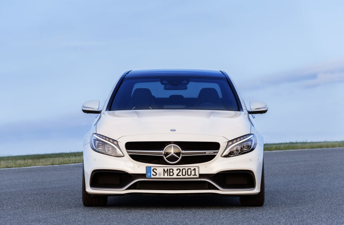 Mercedes-AMG C 63, exterior: designo diamond white bright, AMG Exterior Carbon-Fibre package I, heat-insulating dark-tinted glass